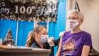 Cumple 100 años y su regalo es la vacuna contra el covid-19