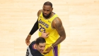 LeBron James y su viral discusión con 4 aficionados