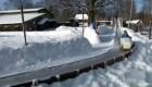 Con solo US$60 crea pista de nieve y trineo en el patio