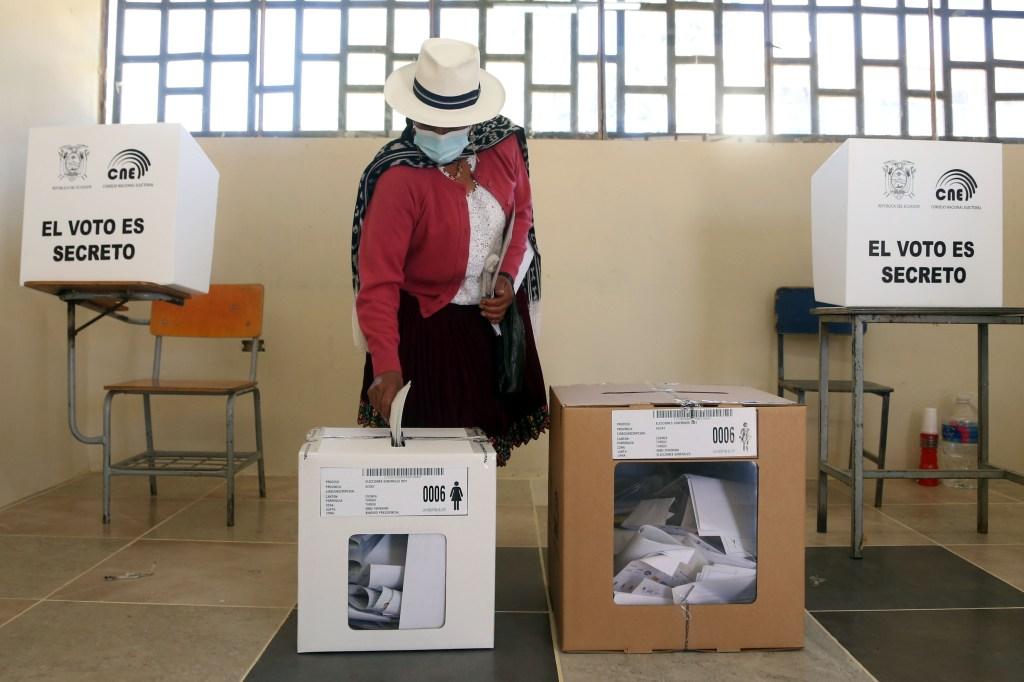 Candidatos presidenciales de Ecuador emitieron su voto