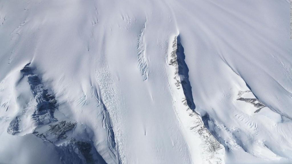 Se desprende témpano en la Antártida