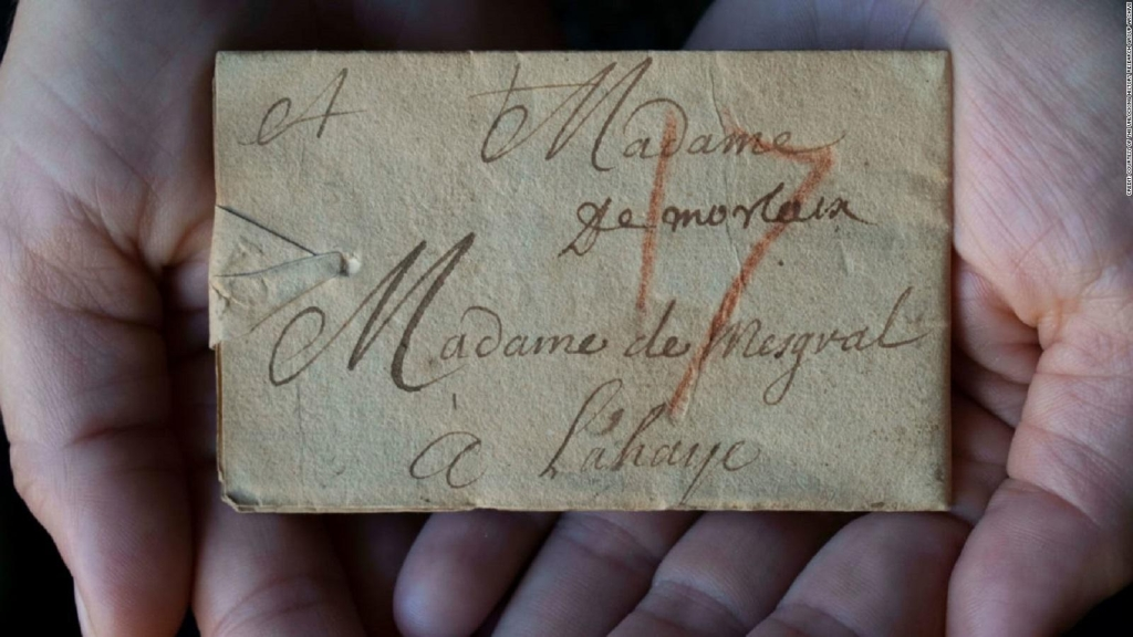 Investigadores leen una carta histórica sin abrirla