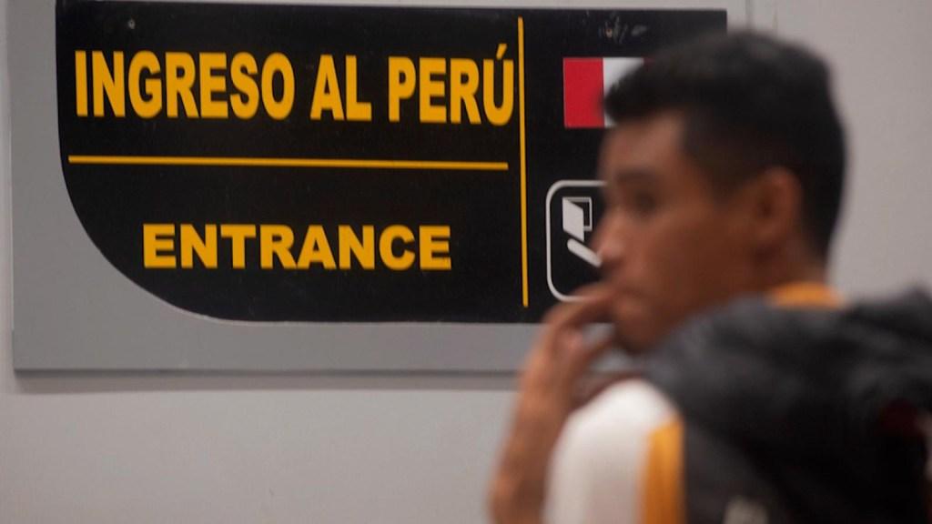 2 candidatos de Perú prometen deportación de venezolanos