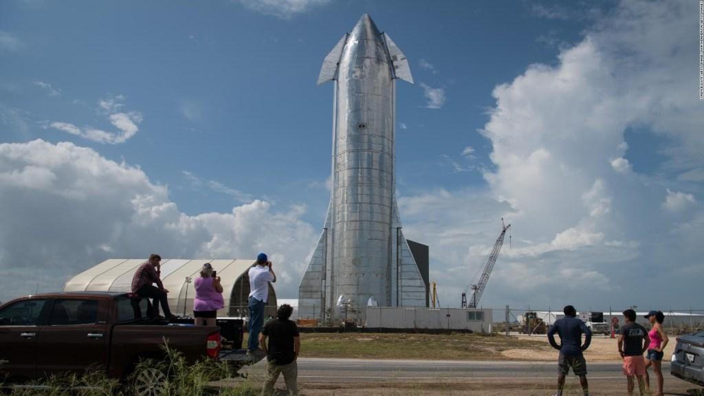 Buscan 8 turistas para viaje de SpaceX a la luna