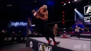 Aparatosa caída de Shaquille O'Neal en la lucha libre