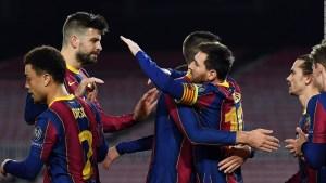 Messi volvió a sonreir y Piqué se lesionó