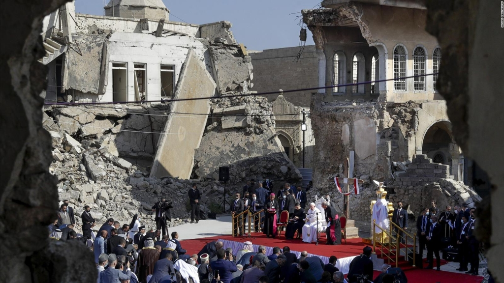 El papa visitó sitios azotados por terrorismo en Iraq