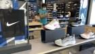 Nike hace más difícil conseguir sus zapatos en tiendas. Conoce por qué