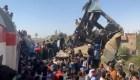 Dramáticos videos del choque de dos trenes en Egipto