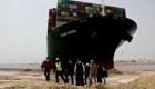 Egipto suspende tráfico en el canal de Suez por atasco