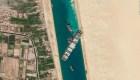 Buscan más opciones para desatascar barco en canal de Suez