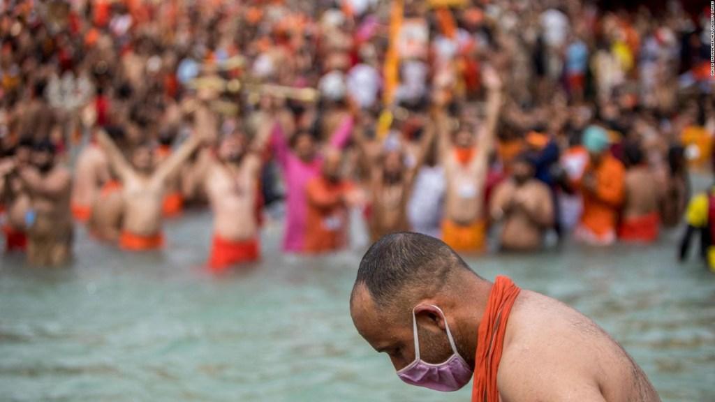 Más de 650.000 peregrinos se bañan en el río Ganges