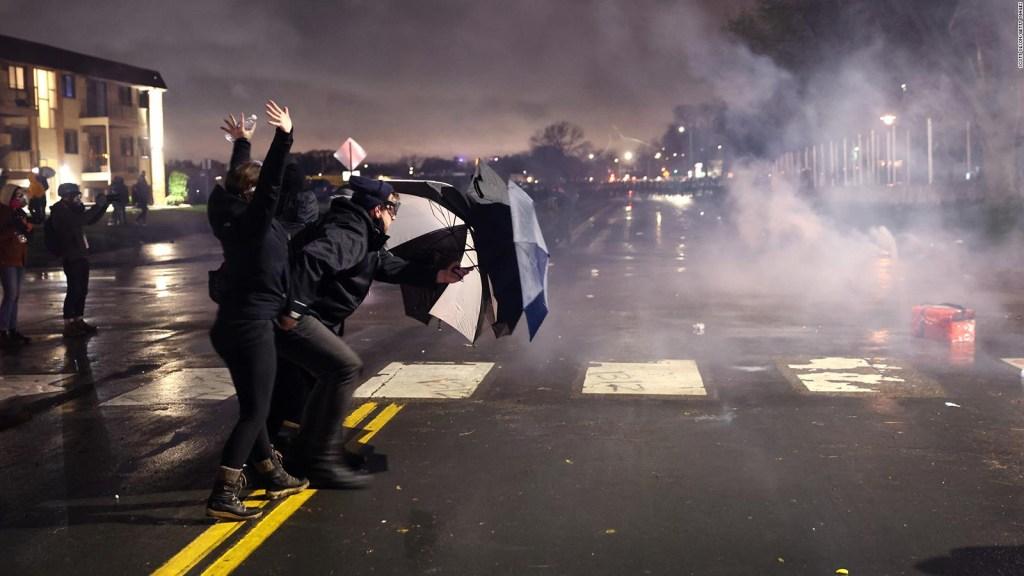 Estallan protestas por la muerte de Daunte Wright