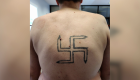Artistas cubren gratuitamente tatuajes racistas