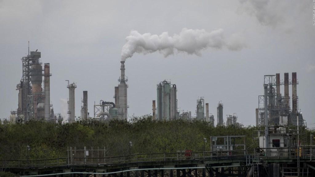 Piden que petroleras adviertan por combustibles fósiles