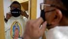 """Ve cómo este sacerdote mexicano """"predica"""" en TikTok"""