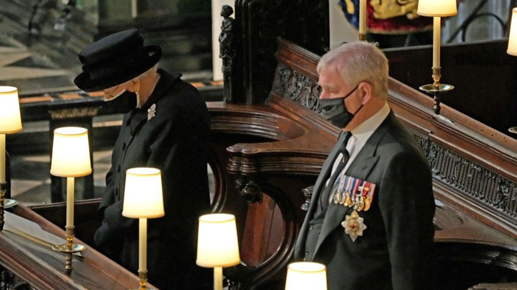 El comentario de Mari Rodríguez Ichaso tras ver a la reina Isabel II sola durante el funeral de su esposo