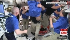 Los emotivos abrazos de los astronautas al llegar a la Estación Espacial Internacional