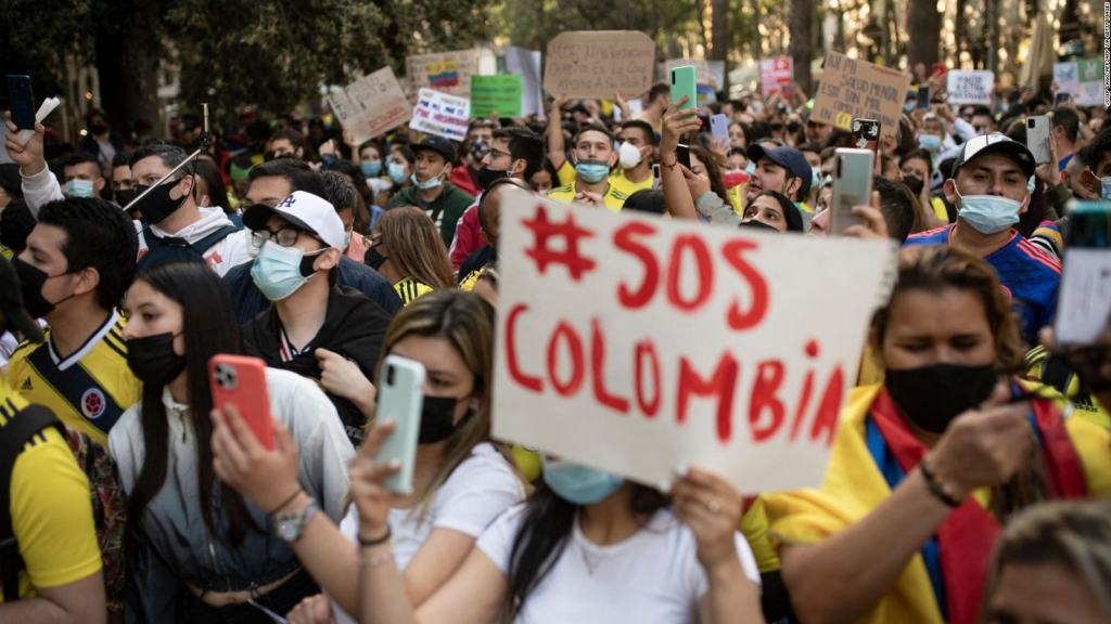 Joven narra cómo fue agredido por policías de Colombia