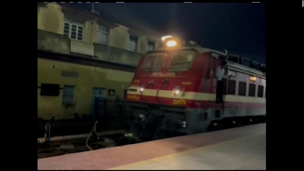 Tren con 45.000 litros de leche parte hacia Nueva Delhi