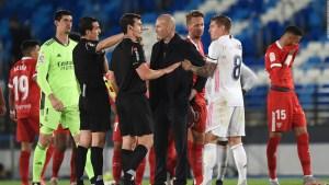 """Zidane, """"enfadado"""" por el arbitraje del Madrid-Sevilla"""