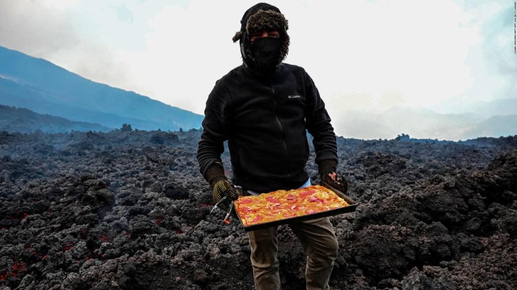 Mira cómo usan la lava de un volcán para cocinar pizzas
