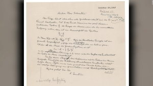 Subastan carta de Albert Einstein con la fórmula E=mc2