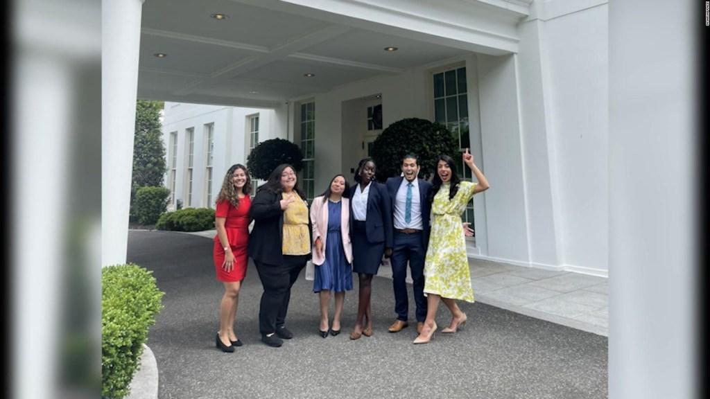 Biden conversa con jóvenes del programa DACA