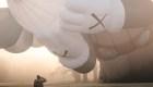 Globo aerostático de KAWS volará sobre ciudades selectas