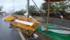 Rescatan a 137 personas en una barcaza