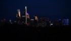 Filadelfia: atenúan luces para proteger a las aves
