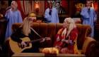 Friends: Lisa Kudrow y Gaga cantan 'Smelly Cat'