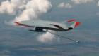 Por primera vez un dron recarga combustible a un avión en pleno vuelo