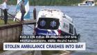 Una ambulancia robada pierde el control y cae al agua