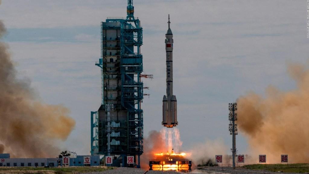 Astronautas chinos llegan a la estación espacial