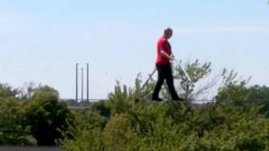 Temerario camina sobre una cuerda a 5 pisos de altura