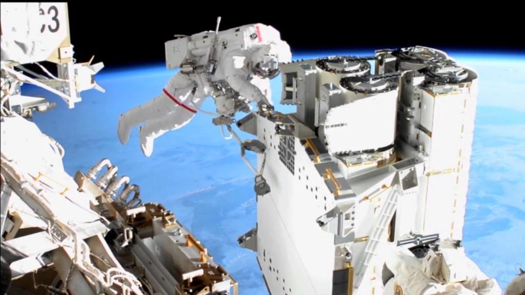 Despliegan satélite hecho por estudiantes de secundaria