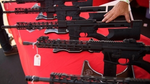 ¿Están prohibidos los rifles de asalto en California?
