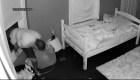 Captan a ladrón entrando a la habitación de dos niñas