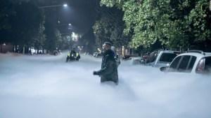 Impresionante nube blanca cubre las calles de Tucumán