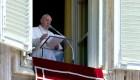 Papa Francisco alienta trabajo con comunidad LGBTQ