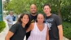 Familia escapa del derrumbe en Miami por pocos metros