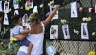 Llevan a familiares de víctimas a la zona del colapso de edificio en Miami