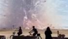 Explosión de fuegos artificiales sorprende en una playa