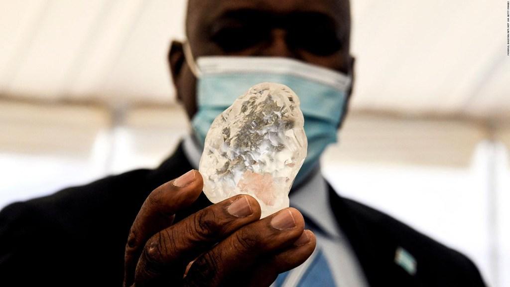 Hallan enorme diamante de 1.174 quilates en Botswana