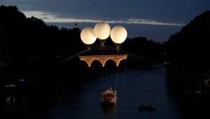 Conoce el puente flotante creado en honor a Miguel Ángel