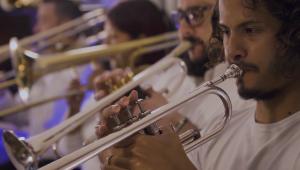 Conoce a Latin Vox Machine, una orquesta de inmigrantes