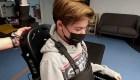 Padre construye exoesqueleto para su hijo con parálisis