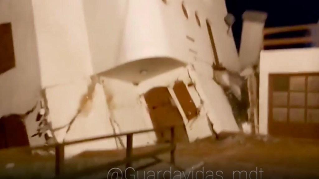 "Así el mar se ""traga"" una casa en Argentina"
