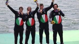 ¿Por qué atletas de JJ.OO. muerden sus medallas?
